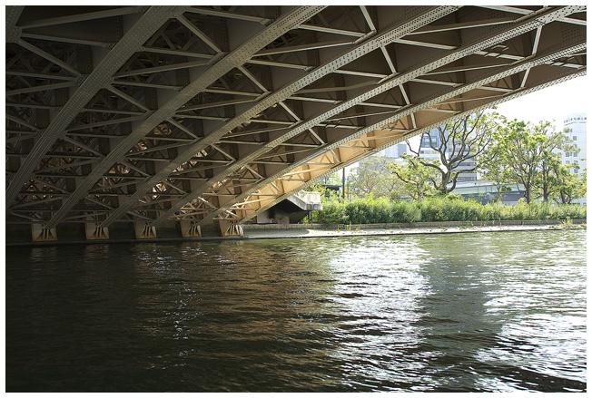 浪花八百八橋を下から観ると_c0042324_1371869.jpg