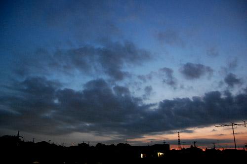 空 と 太陽 と 月 と_f0047623_1156375.jpg