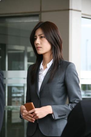 こちらもよりフォーマルなスタイルの松下奈緒さん