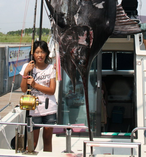 """遠州灘の"""" 海都 """"艇 お嬢さんと2人で246.5kg キャッチ !!![カジキ マグロ トローリング]_f0009039_14425177.jpg"""