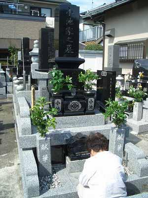 お盆です。お墓参りです。_f0141310_23141495.jpg