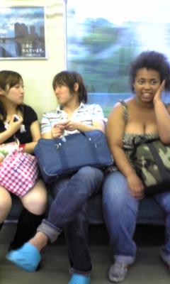 電車の中を盗撮(b ≧w≦)b_e0114246_15425099.jpg