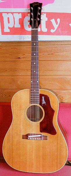 めちゃめちゃ状態の良い「1968年製 Gibson J-50」が入荷!_e0053731_18232249.jpg