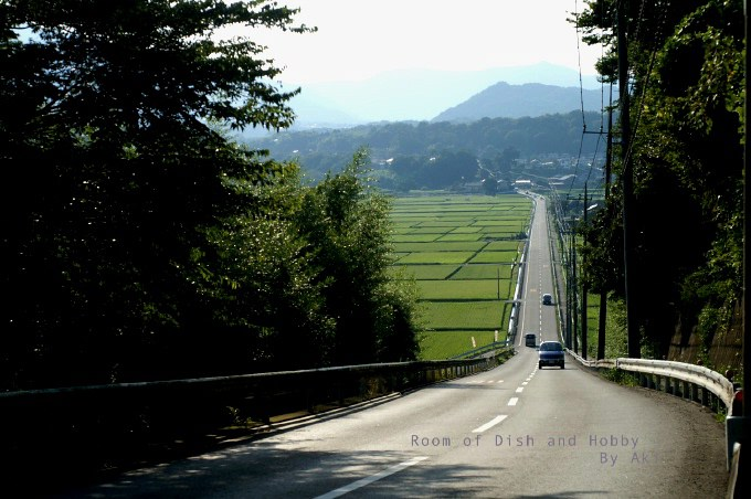 愛川町の水道坂(横須賀水道路)/...