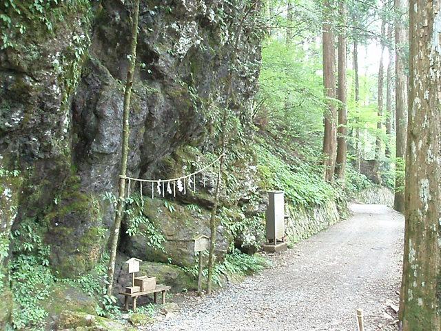 世界遺産の玉置神社に参詣する_c0010936_2359476.jpg