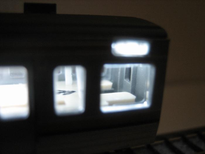 211系の室内灯をカイゼン_e0120143_22582110.jpg