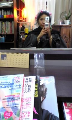 美容院でトリートメント中~_e0114246_18511686.jpg