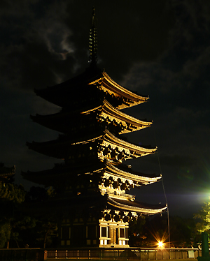興福寺五重塔のライトアップ_b0008289_11555727.jpg