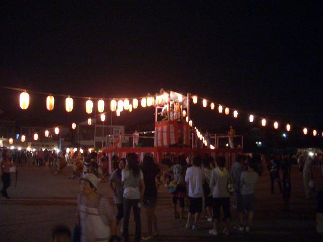 お祭り初日_f0000928_1074324.jpg