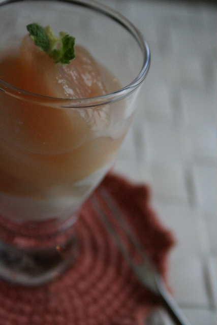 桃の白ワイン煮_f0141419_653628.jpg