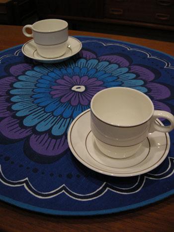 table cloth (SWEDEN)_c0139773_20465912.jpg