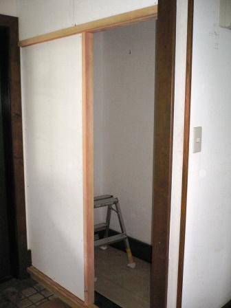 トイレと洗面所、もうすぐ完成です_b0154693_1120193.jpg