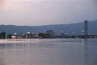 琵琶湖の畔の宴の夜_c0116714_1122447.jpg