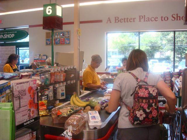 連休のスーパーはガラガラ、_d0100880_455479.jpg