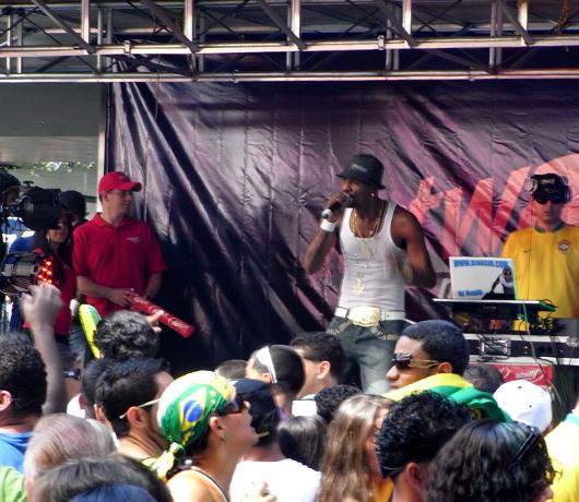 ブラジル国外では世界最大のお祭り Brazilian Day Festival_b0007805_1174658.jpg