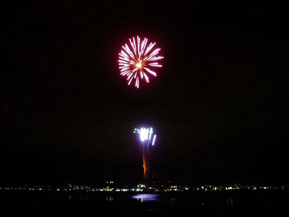 平日もやってる諏訪湖の花火_d0102327_0114997.jpg