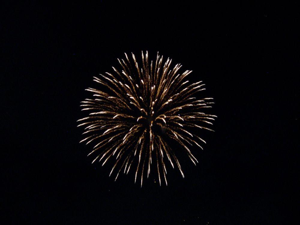 平日もやってる諏訪湖の花火_d0102327_0121895.jpg