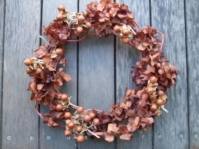 オークリーフ(茶色の紫陽花とウッドローズのリース)_f0049672_16514649.jpg