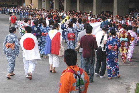 あと1年で バギオ100年祭! 99周年パレード!!_a0109542_0194141.jpg