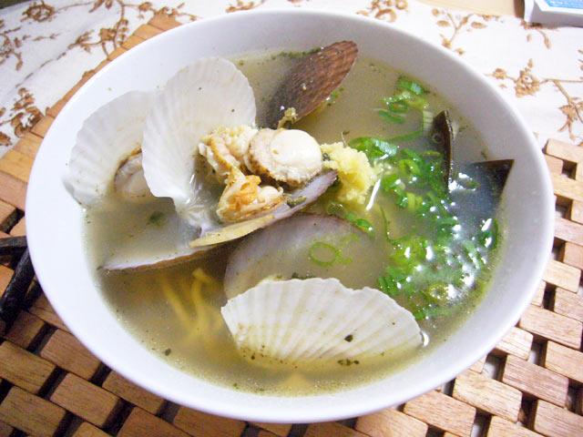帆立稚貝の味噌汁とラーメン_a0016730_2303932.jpg