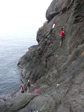 初級岩登り教室 参加11名_d0007657_15393686.jpg