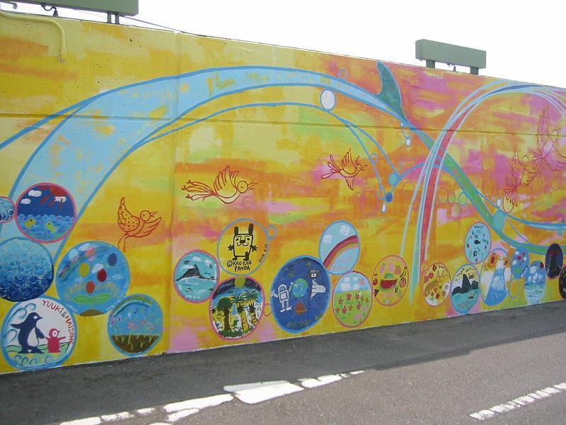 かおかおパンダさんの茅ヶ崎ツインウェイブ壁画_b0153224_1639061.jpg