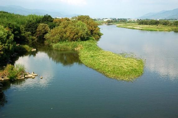 川のある風景_b0093754_2350439.jpg