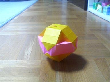 """""""斜方立方8面体""""の8個の3角形の部分の内、横並びの4個の3角形の部分を大きくした立体の作成。 : Mrtn Directory"""