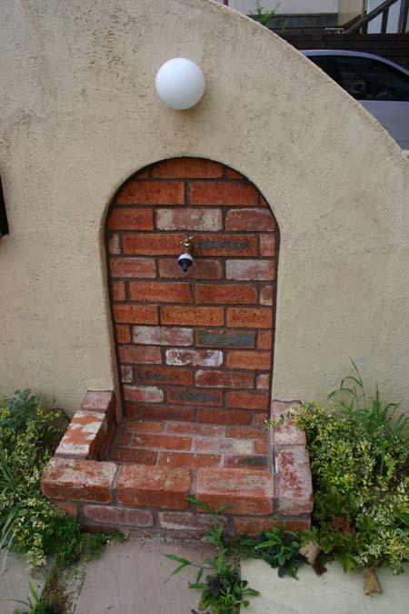 外構工事 ピンクとグリーンの壁の家_e0074935_1513441.jpg