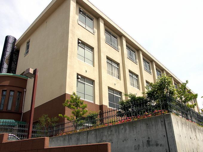 旧神戸市森高等女学校校舎(神戸学院大学付属高等学校)_f0116479_2050347.jpg