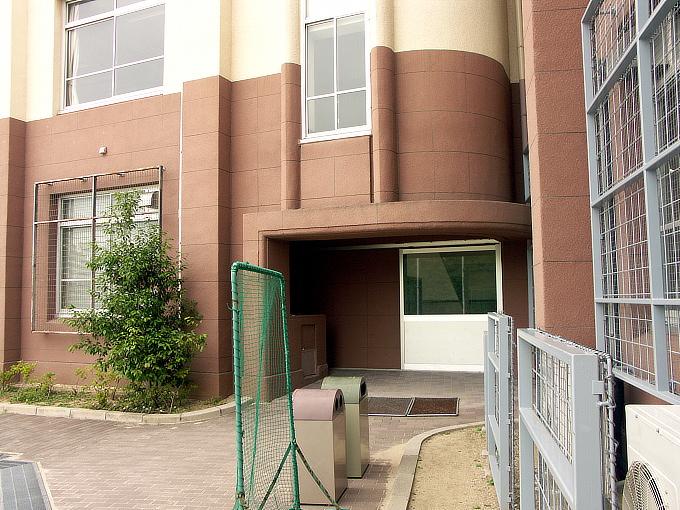 旧神戸市森高等女学校校舎(神戸学院大学付属高等学校)_f0116479_2054546.jpg