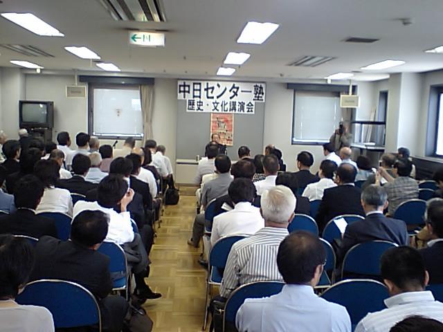 野中先生講演写真の2 東京華僑総会7階会議室が満員_d0027795_14203369.jpg