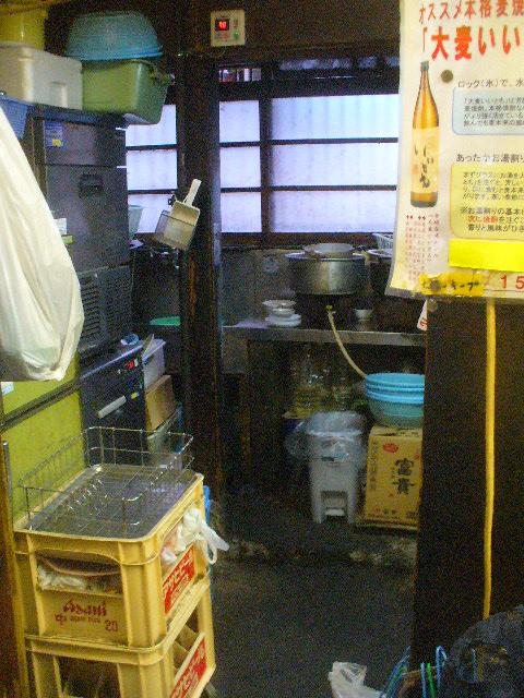 「呉羽・中島酒店」の哀愁の源泉はここだ。このスペースだ!_c0061686_9305153.jpg