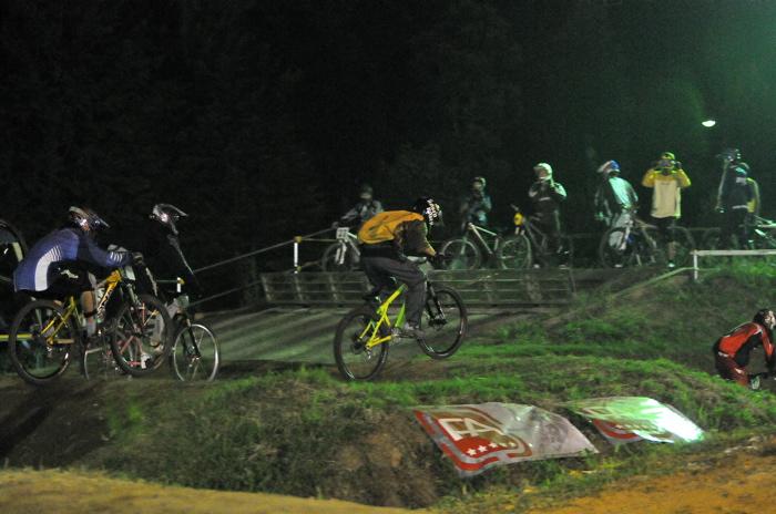 2008緑山ジャパンオープンナイトレースVOL 8:MTB エキスパートクラス予選第3ヒート、決勝_b0065730_22484272.jpg