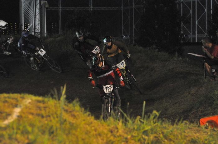 2008緑山ジャパンオープンナイトレースVOL 8:MTB エキスパートクラス予選第3ヒート、決勝_b0065730_2248532.jpg