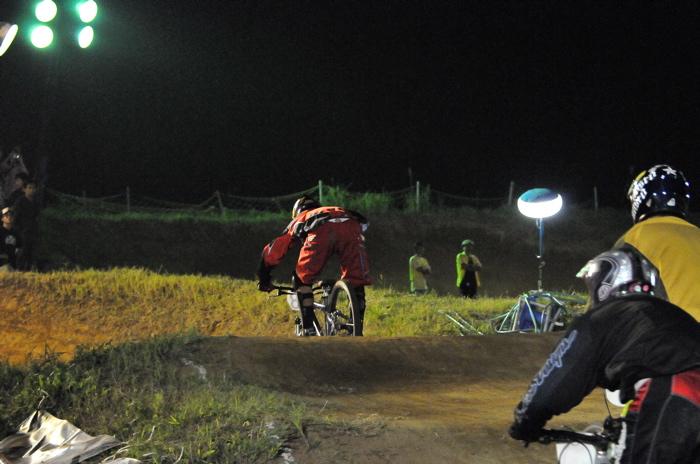 2008緑山ジャパンオープンナイトレースVOL 8:MTB エキスパートクラス予選第3ヒート、決勝_b0065730_22492628.jpg