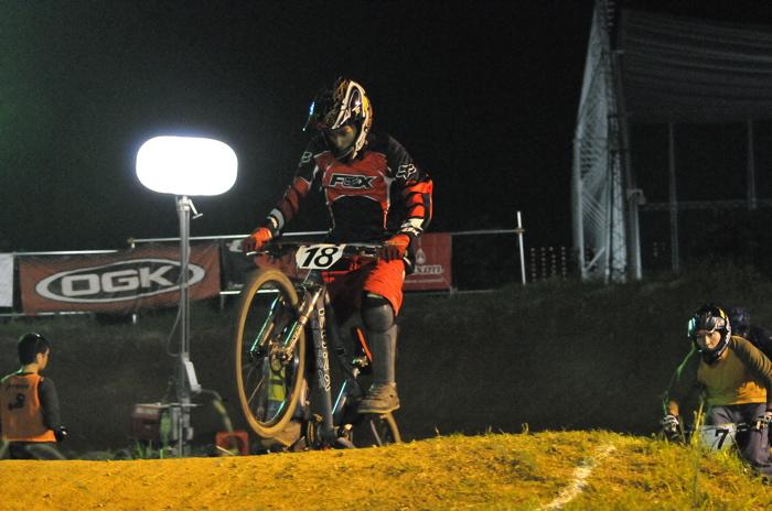 2008緑山ジャパンオープンナイトレースVOL 8:MTB エキスパートクラス予選第3ヒート、決勝_b0065730_2249446.jpg