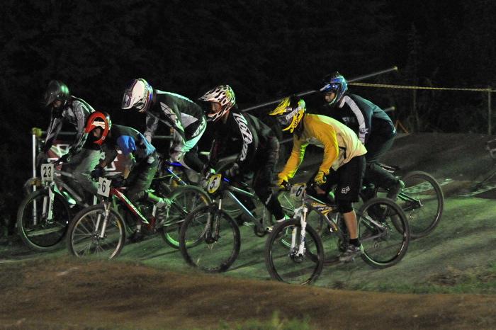 2008緑山ジャパンオープンナイトレースVOL 8:MTB エキスパートクラス予選第3ヒート、決勝_b0065730_22495032.jpg