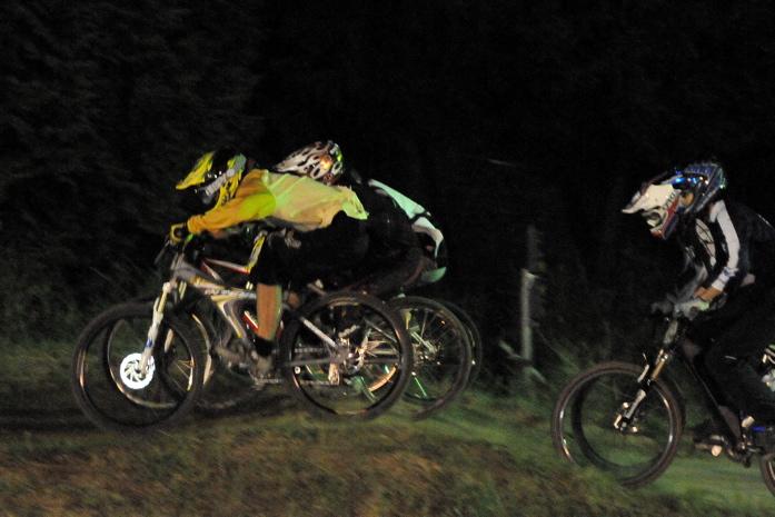 2008緑山ジャパンオープンナイトレースVOL 8:MTB エキスパートクラス予選第3ヒート、決勝_b0065730_22502799.jpg