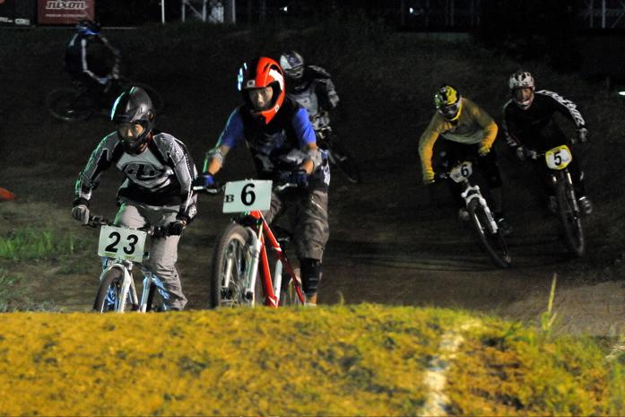 2008緑山ジャパンオープンナイトレースVOL 8:MTB エキスパートクラス予選第3ヒート、決勝_b0065730_22512347.jpg