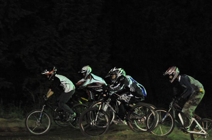 2008緑山ジャパンオープンナイトレースVOL 8:MTB エキスパートクラス予選第3ヒート、決勝_b0065730_22521912.jpg