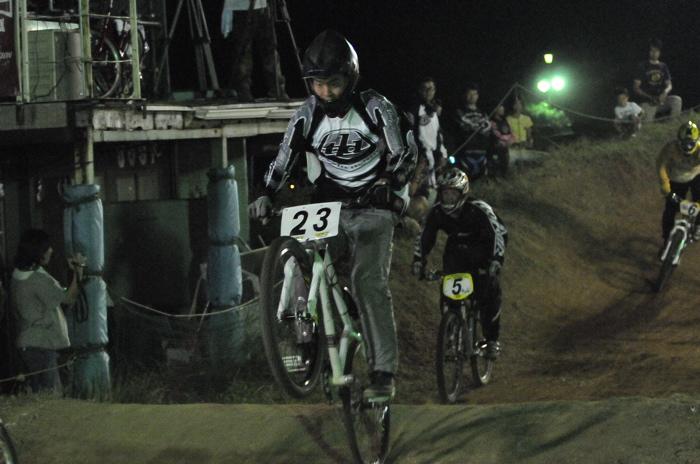 2008緑山ジャパンオープンナイトレースVOL 8:MTB エキスパートクラス予選第3ヒート、決勝_b0065730_2252239.jpg