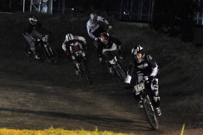 2008緑山ジャパンオープンナイトレースVOL 8:MTB エキスパートクラス予選第3ヒート、決勝_b0065730_22531523.jpg