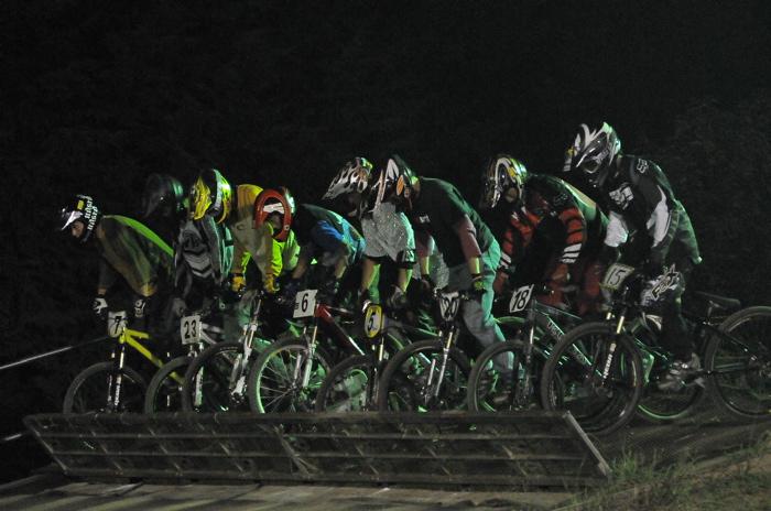 2008緑山ジャパンオープンナイトレースVOL 8:MTB エキスパートクラス予選第3ヒート、決勝_b0065730_22551598.jpg