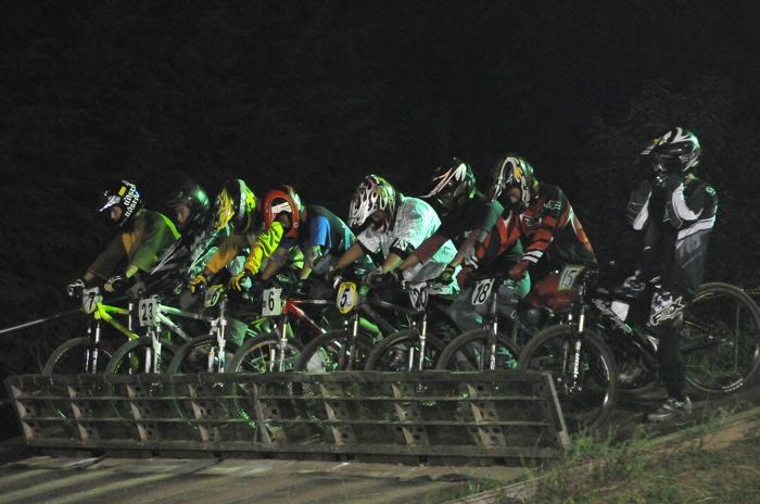 2008緑山ジャパンオープンナイトレースVOL 8:MTB エキスパートクラス予選第3ヒート、決勝_b0065730_2255252.jpg