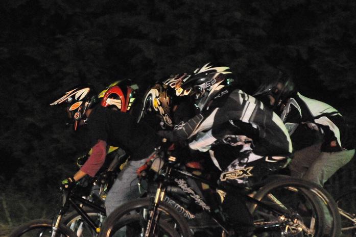 2008緑山ジャパンオープンナイトレースVOL 8:MTB エキスパートクラス予選第3ヒート、決勝_b0065730_22554214.jpg