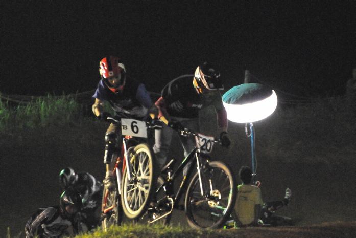 2008緑山ジャパンオープンナイトレースVOL 8:MTB エキスパートクラス予選第3ヒート、決勝_b0065730_22555358.jpg