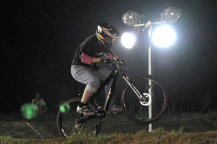 2008緑山ジャパンオープンナイトレースVOL 8:MTB エキスパートクラス予選第3ヒート、決勝_b0065730_22561814.jpg