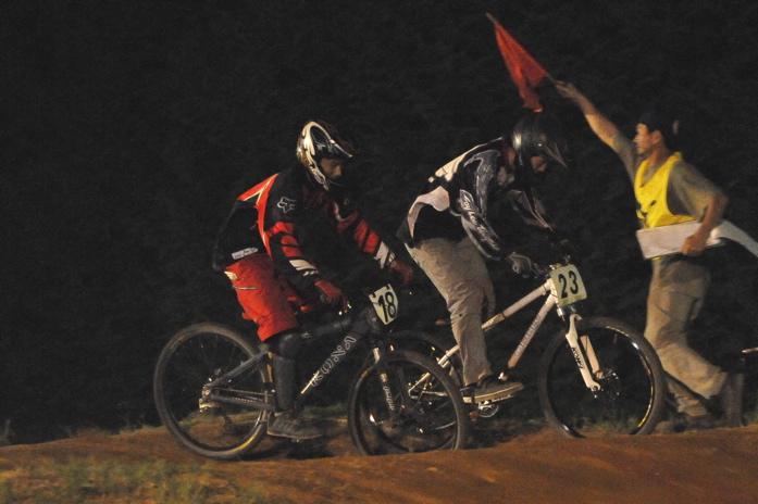 2008緑山ジャパンオープンナイトレースVOL 8:MTB エキスパートクラス予選第3ヒート、決勝_b0065730_22564398.jpg
