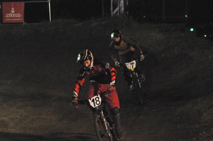 2008緑山ジャパンオープンナイトレースVOL 8:MTB エキスパートクラス予選第3ヒート、決勝_b0065730_22575810.jpg